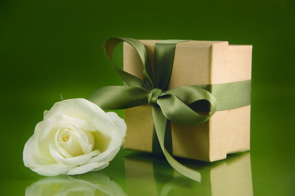 neutrale Geschenkverpackung